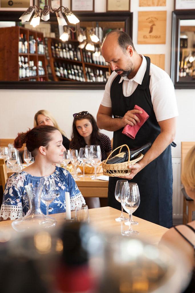 podáavanie a servis vína